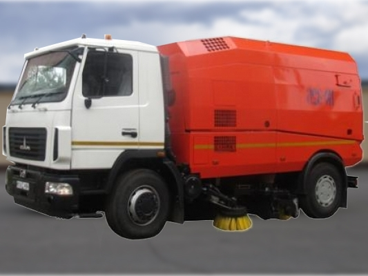 Подметально уборочная машина КО-326-05